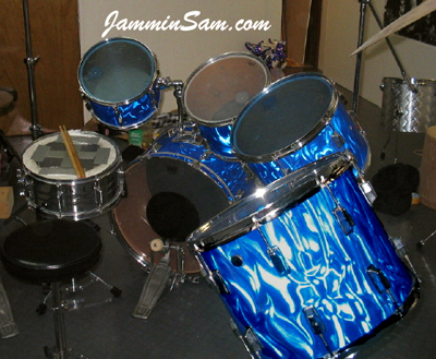 Photo of Mick Heck's Pearl drums with Blue Satin Flame drum wrap (2)
