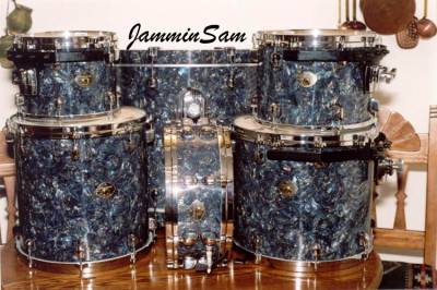 Photo of Stanley Farr's drums with Dark Abalone Pearl drum wrap (1)