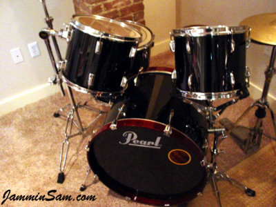 Photo of Phil Copeland's Pearl drums with JS Hi Gloss Black drum wrap (2)