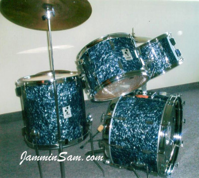 Photo of Maynard Ouger's drumset with Black Diamond Pearl (Old) (1)