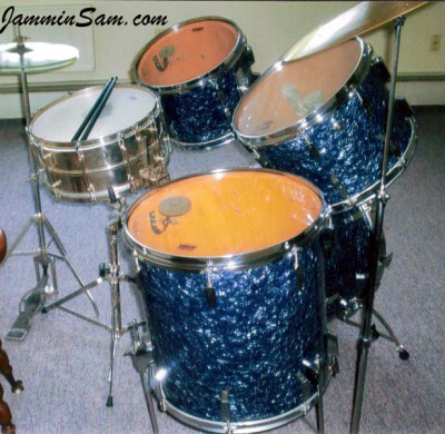 Photo of Maynard Ouger's Sonor drumset with Black Diamond Pearl (Old) (3)