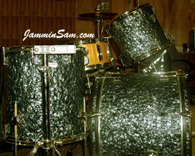 Photo of Brian Randolph's drum set with Black Diamond Pearl (Old) on drum wrap