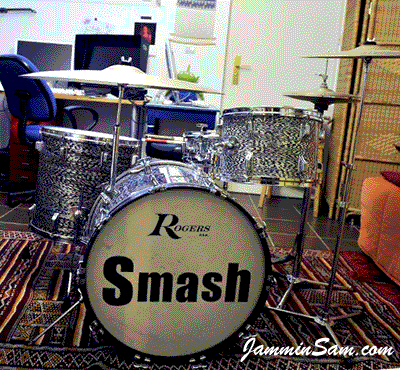 Photo of Jorge Alvarez's drums with Vintage Black Onyx Pearl drum wrap (1)