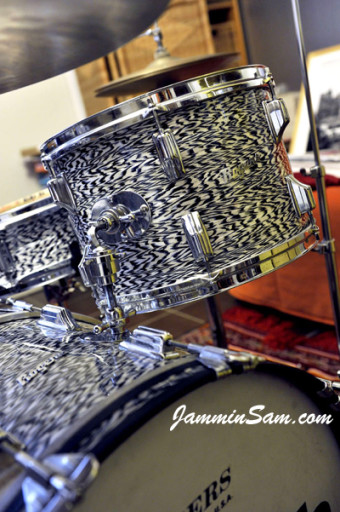 Photo of Jorge Alvarez's drums with Vintage Black Onyx Pearl drum wrap (2)