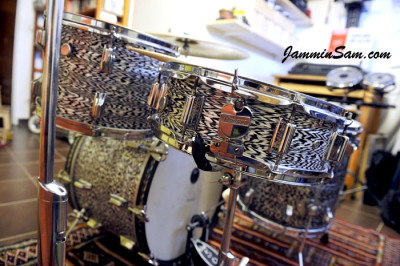 Photo of Jorge Alvarez's drums with Vintage Black Onyx Pearl drum wrap (5)