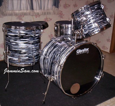 Photo of Brad Holmes' Pearl drums with Retro Black Oyster Pearl drum wrap (2)