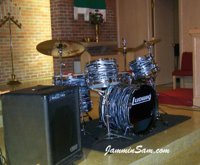 Photo of James Darnell's Rogers drums with Retro Black Oyster Pearl drum wrap (2)