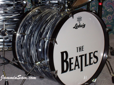 Photo of Kevin Higgs' Ludwig drumset with Retro Black Oyster Pearl drum wrap (1)