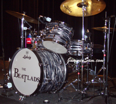 Photo of Kevin Higgs' Ludwig drums with Retro Black Oyster Pearl drum wrap (3)