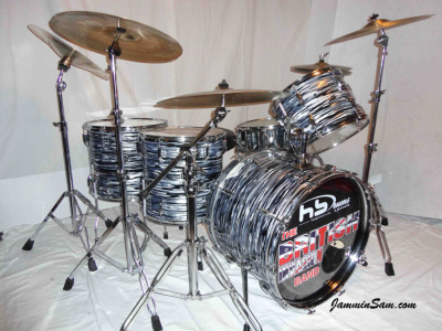 Photo of Wayne Meehan's drums with Retro Black Oyster Pearl drum wrap (1)