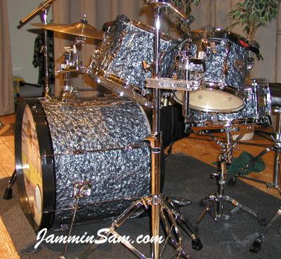Photo of Joe Meldrum's Tama Rockstar drums with 80's Black Diamond Pearl drum wrap (3)