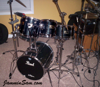 Photo of Randy Jones' Pearl drums with Vintage Black Sparkle drum wrap (1)