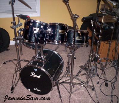Photo of Randy Jones' Pearl drums with Vintage Black Sparkle drum wrap (1)