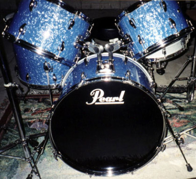 Photo of Mike Washburn's Pearl drums with Blue Pearl (1)