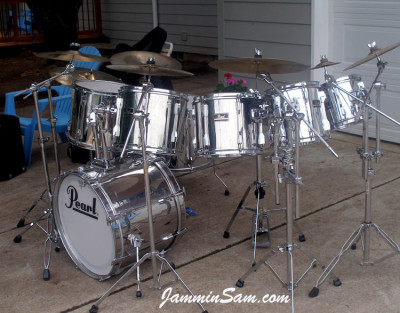 Photo of David Jorgenson's Pearl Export drums with JS Mirror Chrome drum wrap (2)