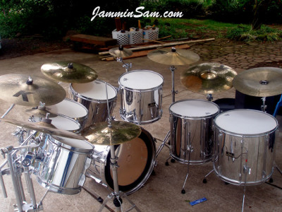 Photo of David Jorgenson's Pearl Export drums with JS Mirror Chrome drum wrap (3)