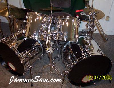 Photo of Jon Heinz's Mapex drumset with Mirror Chrome drum wrap (2)