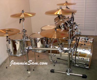 Photo of Mike Velazquez's DW drumset with JS Mirror Chrome drum wrap (2)