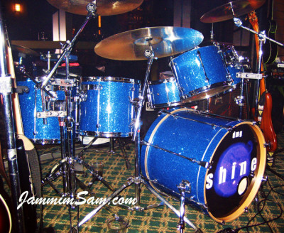 Photo of Dave Goldwin's Mapex drums with Deep Blue Glass Glitter drum wrap (1)