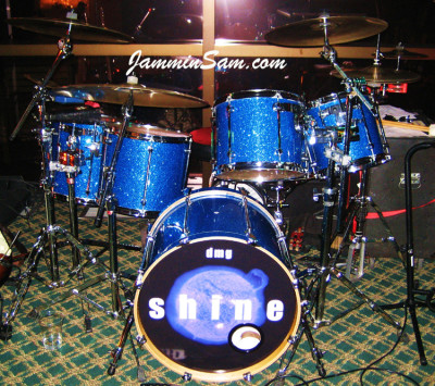 Photo of Dave Goldwin's Mapex drumset with Deep Blue Glass Glitter drum wrap (2)