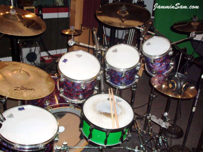 Photo of Phillip Fricks' DW drum set with Electric Blue Pearl (22)