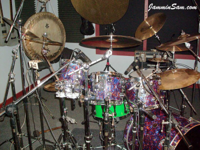 Photo of Phillip Fricks' DW drum set with Electric Blue Pearl (23)