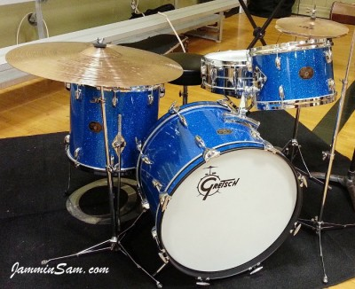 Photo of Timothy Hornbeck's Rogers drums with Blue Glass Glitter drum wrap (6)