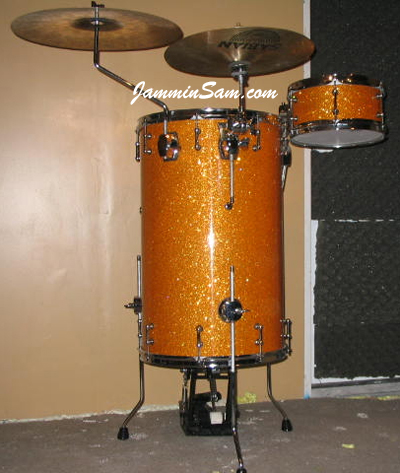 Photo of Dan Salyer's cocktail drumset with Gold Glass Glitter drum wrap (1)
