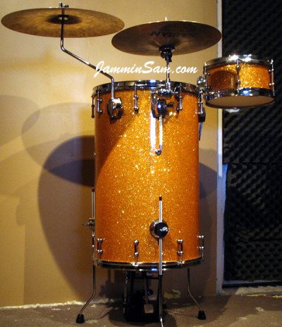 Photo of Dan Salyer's cocktail drumset with Gold Glass Glitter drum wrap (2)