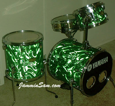 Photo of Eddy Barattini's Yamaha drums wrapped in Green Satin Flame drum wrap (2)