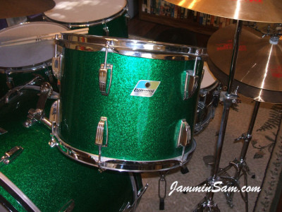 Photo of Aris Chapa's tom with Deep Green Glass Glitter drum wrap (3)