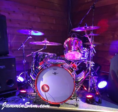 Photo of Greg Smith's Hot rod drum set with JS Mirror Chrome drum wrap (1)