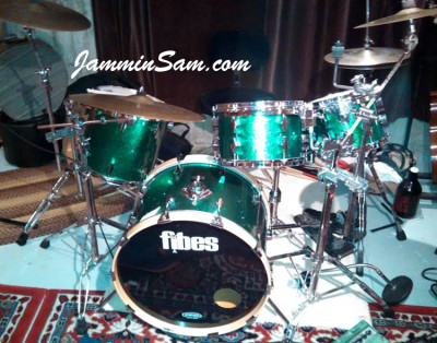 Photo of Bryan Beyer's drum set with JS Sparkle Green drum wrap (01)