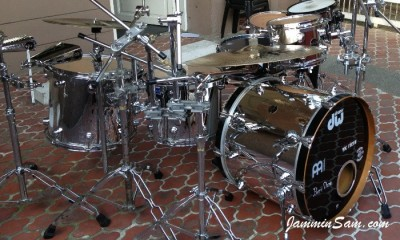 Photo of Bennii Obana's DW drums with JS Mirror Chrome drum wrap (44)
