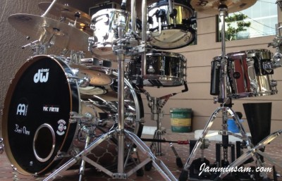 Photo of Bennii Obana's DW drums with JS Mirror Chrome drum wrap (48)