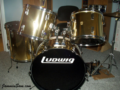 Photo of David Argenbright's drum kit with Mirror Gold drum wrap (1)