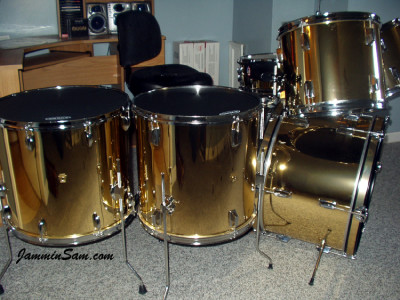 Photo of David Argenbright's drum kit with Mirror Gold drum wrap (2)