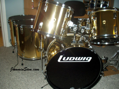 Photo of David Argenbright's drum kit with Mirror Gold drum wrap (13)