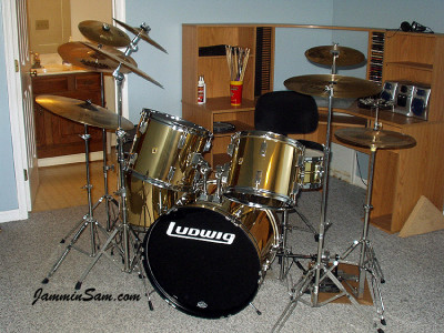 Photo of David Argenbright's drum kit with Mirror Gold drum wrap (14)