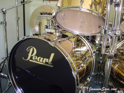 Photo of Mike Ward's Pearl drums with Mirror Gold drum wrap (45)