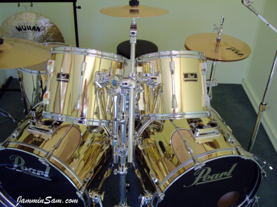Photo of Mike Ward's Pearl drums with Mirror Gold drum wrap (68)