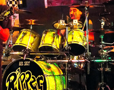 Photo of Richard Schittenhelm's drums with Neon Lime Satin drum wrap (47)