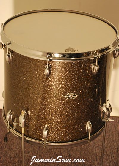 Photo of Dave Wade's Slingerland drums with Rootbeer Glass Glitter drum wrap (4)