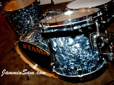 Photo of Tony Chlup's drums with Sea Shell Pearl drum wrap (4)