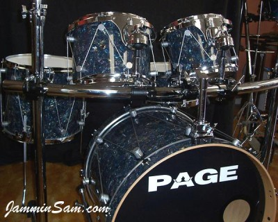Photo of Travis Kline's drums with Sea Shell Pearl drum wrap (1)