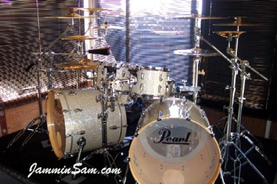 Photo of Al Percival's Pearl drums with Silver Glass Glitter drum wrap (2)