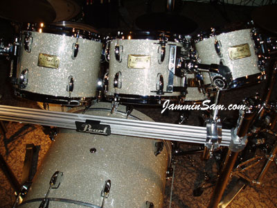 Photo of Bill Heitman's Pearl drums with Silver Glass Glitter drum material (6)