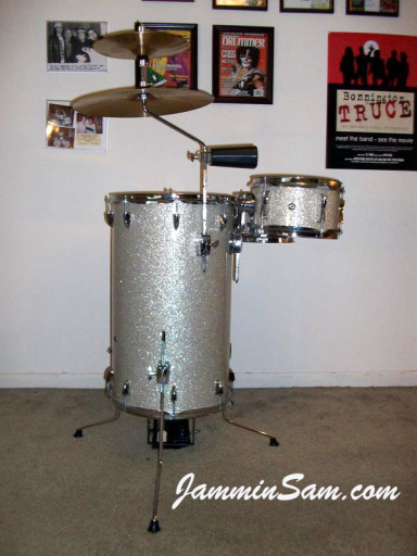 Photo of Elliott Crawford's cocktail drum kit with Silver Glass Glitter drum wrap (2)
