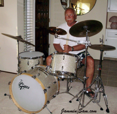 Photo of Larry Abbott's Gretsch drum set with Silver Glass Glitter drum material (1)