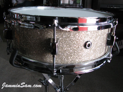 Photo of Paul Collinson's Pearl snare with Silver Glass Glitter drum material (1)